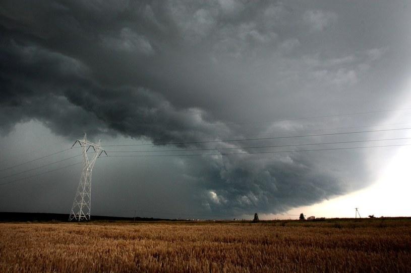 Synoptycy ostrzegają przed burzami /Kuba Suszek /East News