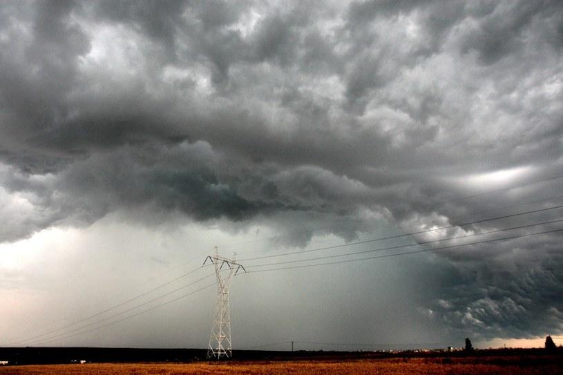 Synoptycy ostrzegają przed gwałtownymi burzami /Jakub Orzechowski  /East News