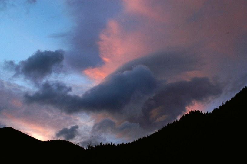 Synoptycy ostrzegają przed silnym wiatrem, zwłaszcza w górach /Marcin Jozefowicz /Reporter