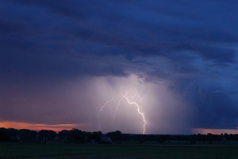 Synoptycy przewidują gwałtowne wyładowania atmosferyczne /Wojcieh Stróżyk /Reporter