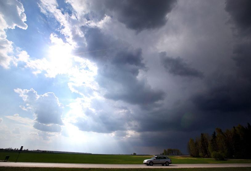 Synoptycy zapowiadają burze i deszcz /PAP/EPA