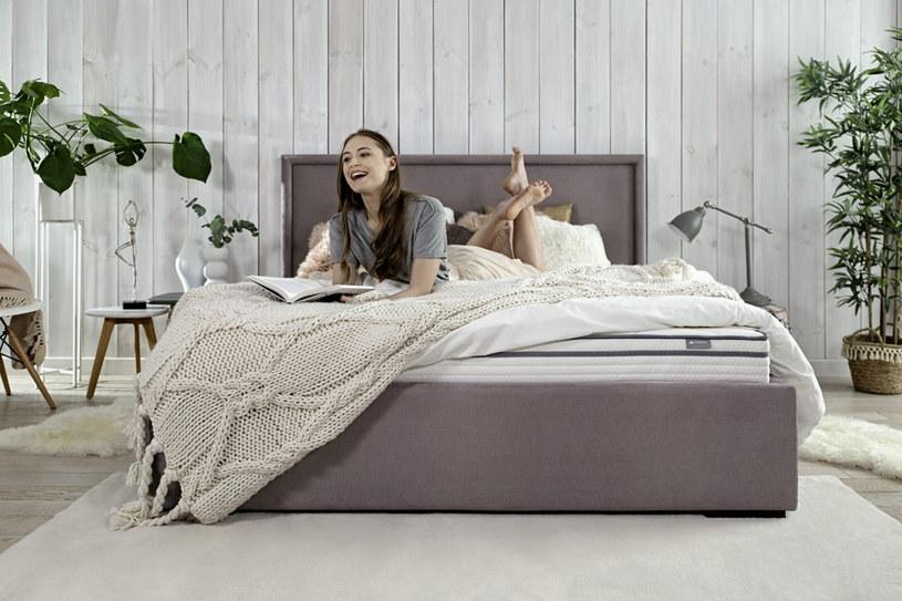 Sypialnia powinna być oazą spokoju, miejscem cichym i chłodnym, kojarzącym się wyłącznie z odpoczynkiem i relaksem /123RF/PICSEL