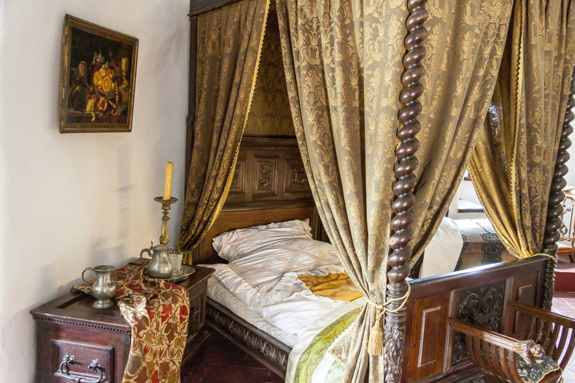 Sypialnia w zamku w Niedzicy /123RF/PICSEL