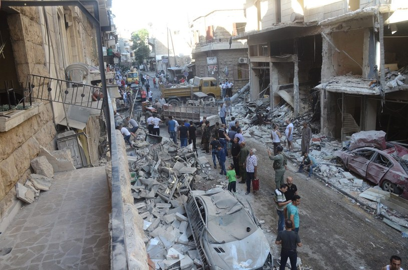 Syria. Ulice Aleppo po kolejnym bombardowaniu /PAP/EPA