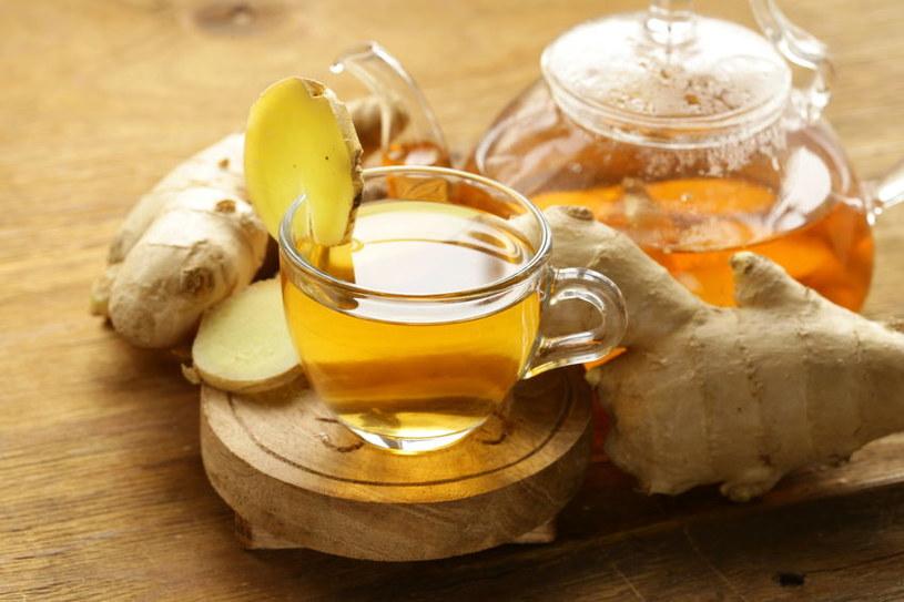 Syrop można dodać do herbaty /©123RF/PICSEL