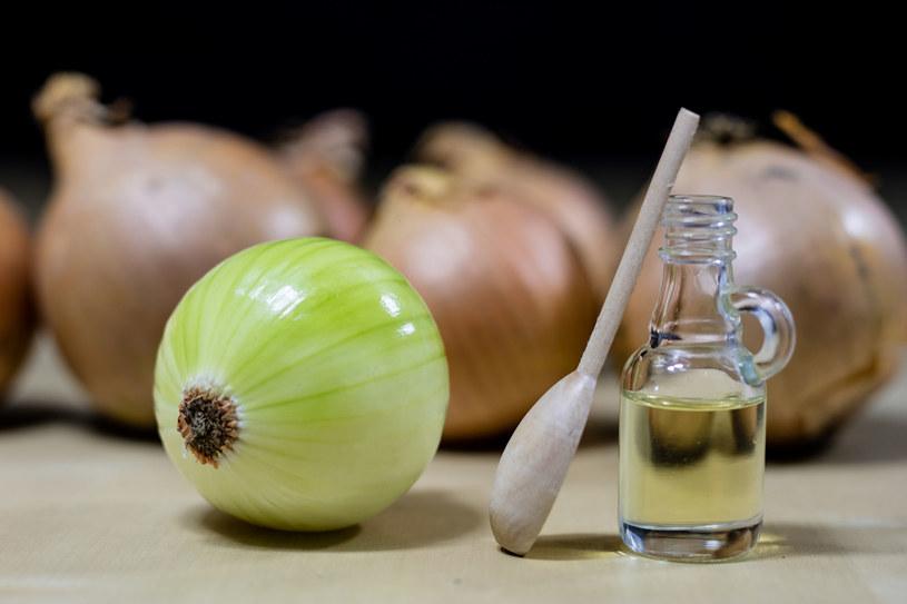 Syrop z cebuli to naturalny środek na przeziębienie /123RF/PICSEL