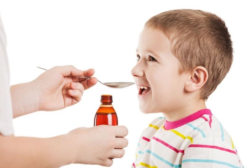 Syropy i leki na bazie naturalnych składników pomogą szybko zwalczyć przeziębienie i grypę /123RF/PICSEL