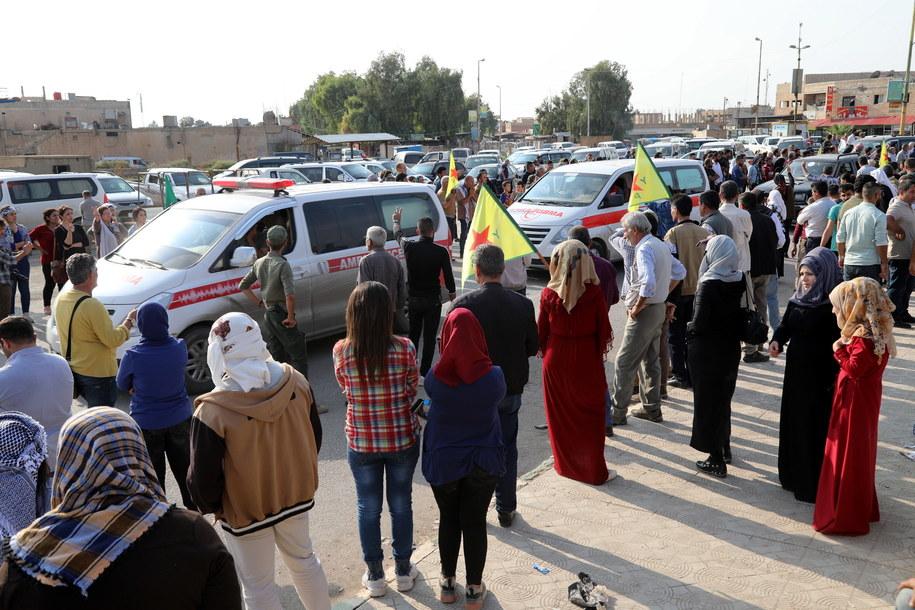 Syryjscy Kurdowie pojawili się na trasie ambulansów przewożących rannych w ofensywie tureckiej /AHMED MARDNLI /PAP/EPA