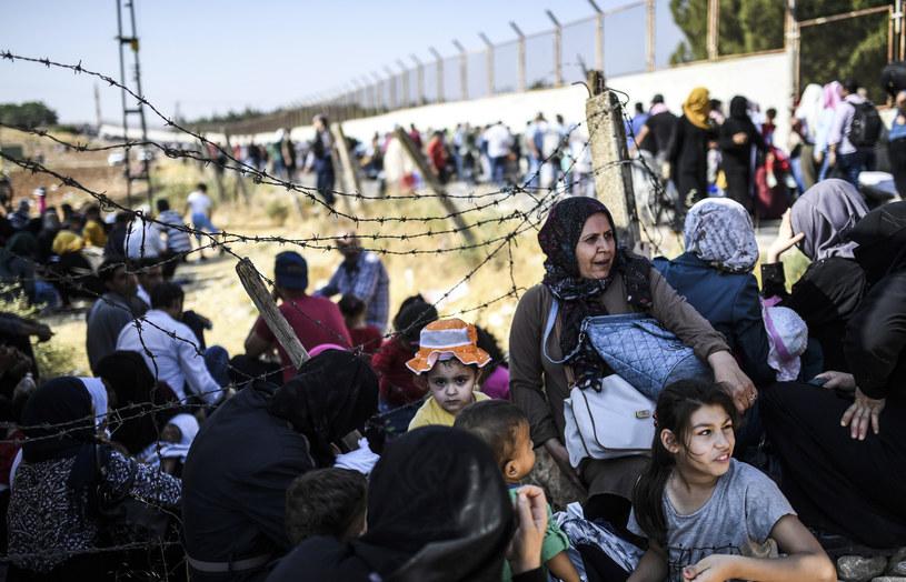 Syryjscy uchodźcy na granicy z Turcją /AFP