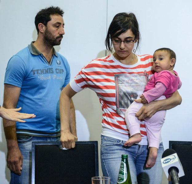 Syryjscy uchodźcy Nahla Fadel z córką Sarą oraz Adnan Saad /Jakub Kamiński   /PAP