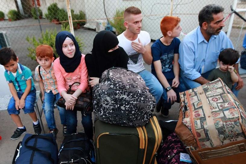 Syryjscy uchodźcy oczekujący w Bejrucie na powrót do swojej ojczyzny w ramach operacji rządów Syrii i Libanu. Gdy rozpoczęła się arabska wiosna Firas przyjmował uchodźców z innych części kraju pod swoim dachem. /ANWAR AMRO /AFP