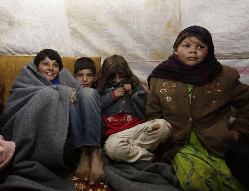 Syryjscy uchodźy w obozie w Bekaa Valley w Libanie. Grudzień 2014. /AFP