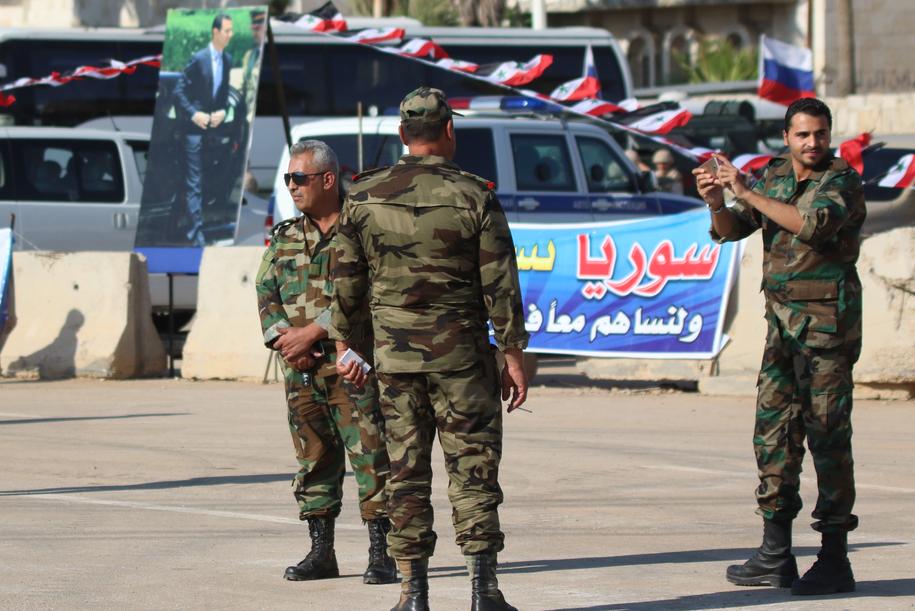 Syryjscy żołnierze. Zdjęcie ilustracyjne /YOUSSEF BADAWI /PAP/EPA