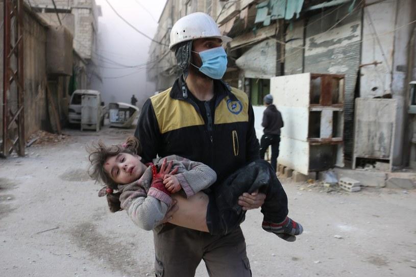 Syryjska dziewczynka ranna w wyniku nalotów na Wschodnią Ghutę /Qusay Noor / Anadolu Agency /East News