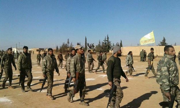 Syria: Siły wspierane przez USA przejęły kontrolę nad lotniskiem Al-Tabaka
