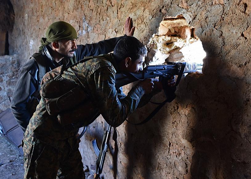 Syryjskie siły rządowe podczas walk w pobliżu Al-Bab, zdj. arch. /GEORGE OURFALIAN / AFP /AFP