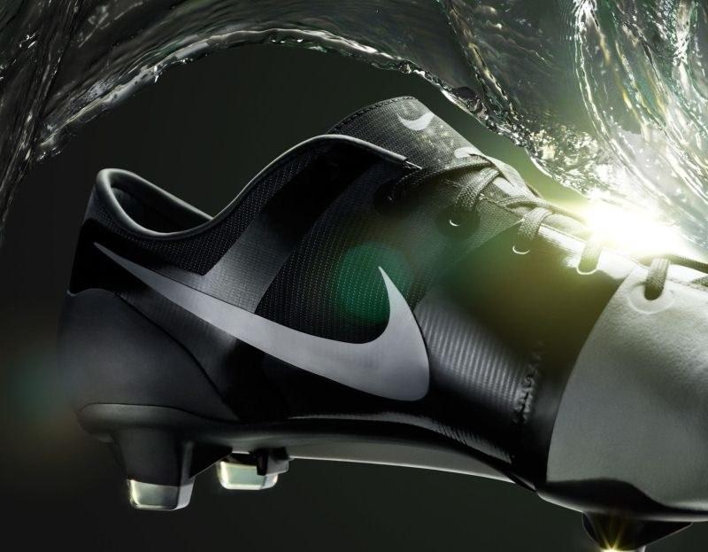 System All Conditions Control zapewnia świetne czucie piłki bez względu na pogodę /materiały prasowe