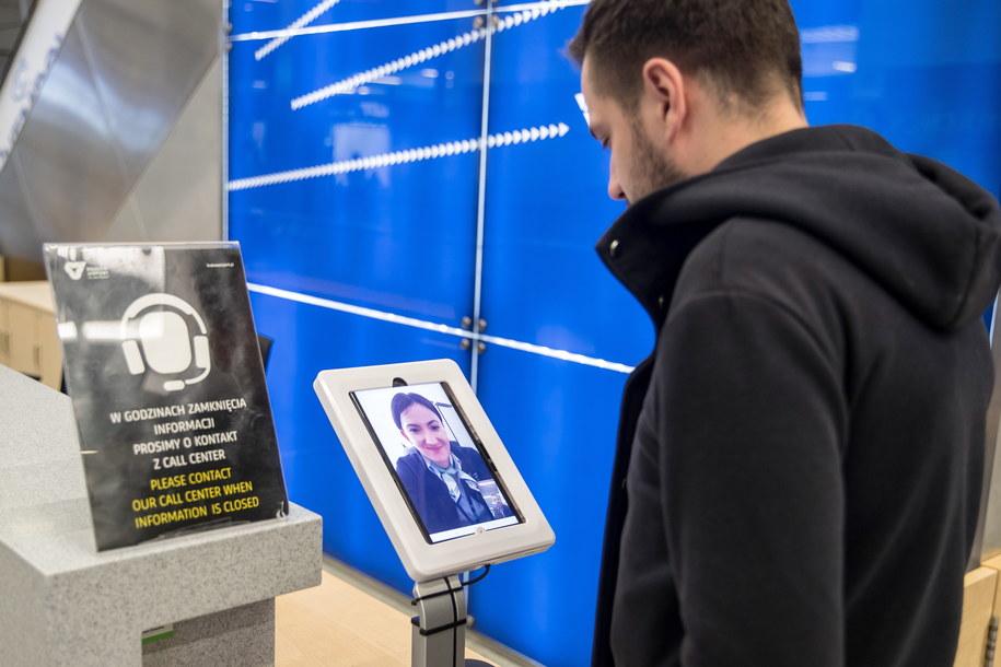 System Call Center dla obcokrajowców na lotnisku //Łukasz Gągulski /PAP