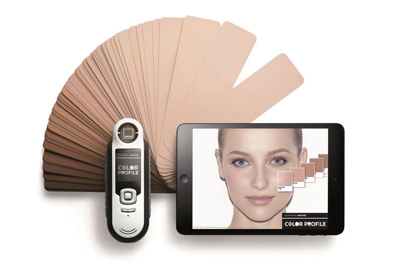 System Color Profile pozwala na idealne dobranie odcienia podkładu i pudru /materiały prasowe
