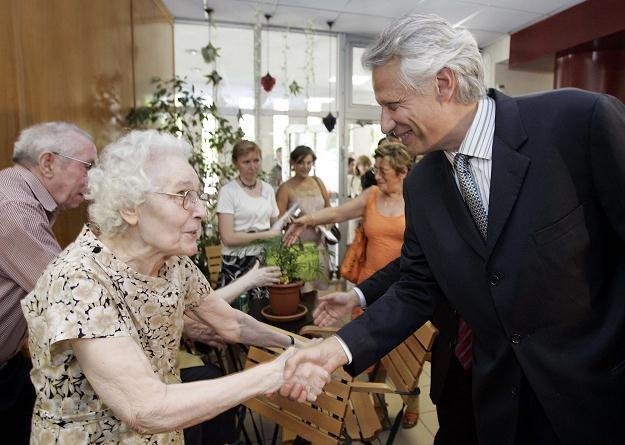 System emerytalny przez kolejne dziesięciolecia nie będzie neutralny dla finansów państwa /AFP