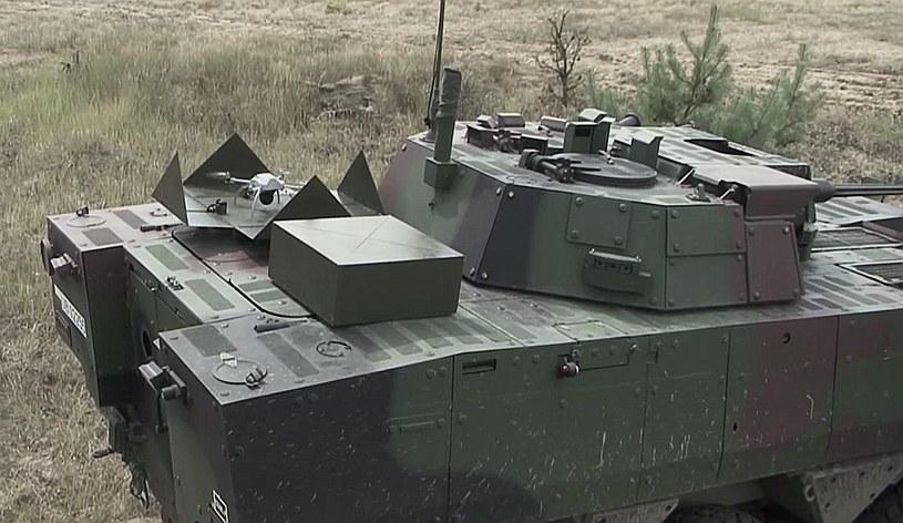 System małych BSL zainstalowany na KTO Rosomak (graficzna wizualizacja). Fot. Optimum. /Defence24