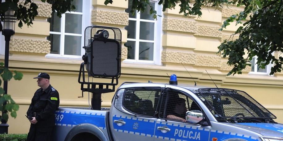 System miał służyć jako broń przeciw agresywnym demonstrantom, a jest wykorzystywany jako... głośnik /Jacek Turczyk /PAP