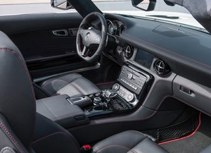 System multimedialny SLS-a wzbogacono o funkcję monitorowania napędu elektrycznego. /Mercedes