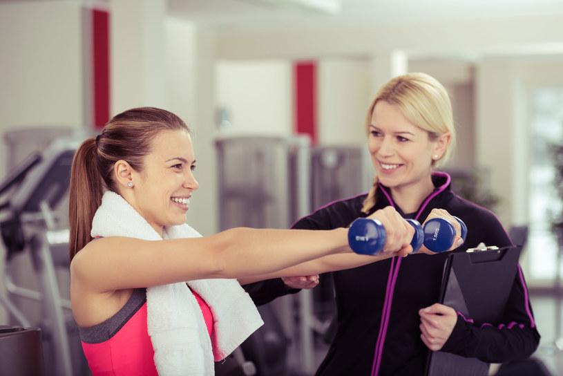 Systematyczne ćwiczenia po miesiącu przyniosą pierwsze efekty /123RF/PICSEL