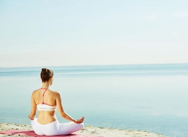 Systematyczne praktykowanie jogi w korzystny sposób wpływa na system obronny organizmu /Picsel /123RF/PICSEL