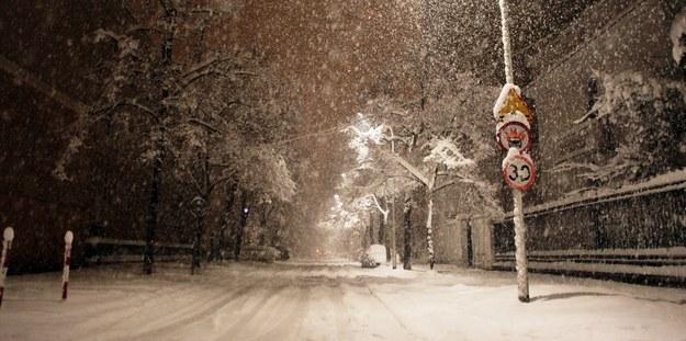 Sytuacja na drogach w niedzielny wieczór była wręcz katastrofalna /Leszek Szymański /PAP