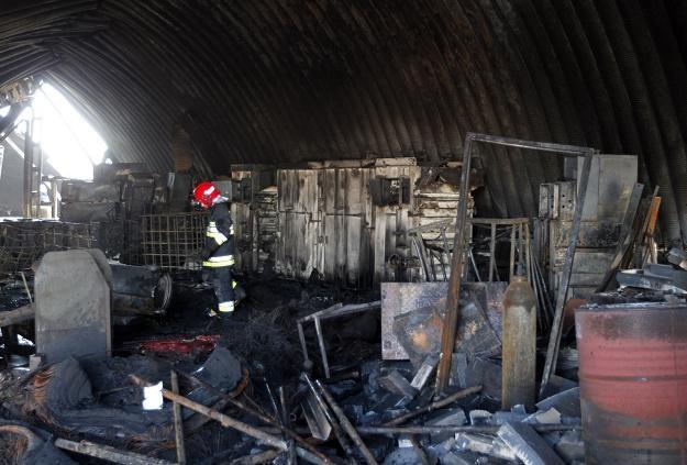 Sytuacja po pożarze hali w Siemianowicach Śląskich/fot. Andrzej Grygiel /PAP