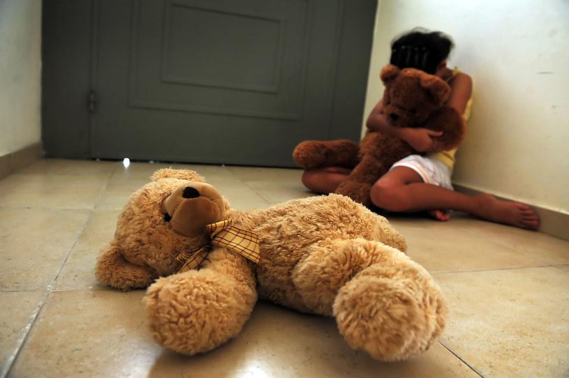 Szacuje się, że co 11 sekund mała dziewczynka jest poddawana obrzezaniu. Co trzecia umiera po zabiegu, ogromna liczba przez całe życie zmaga się z jego bolesnymi następstwami /123RF/PICSEL