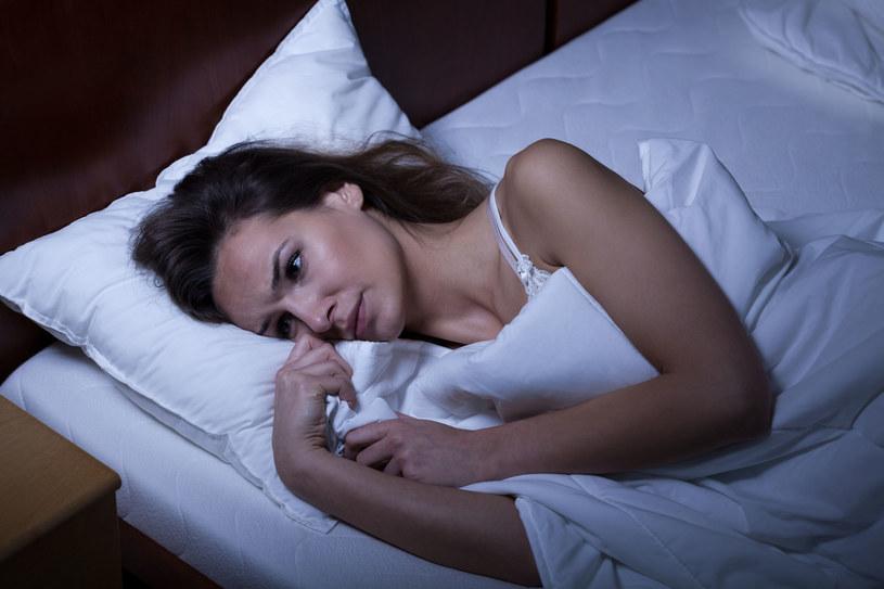 Szacuje się, że około 40 proc. Polaków miewa problemy z  rytmem snu /123RF/PICSEL