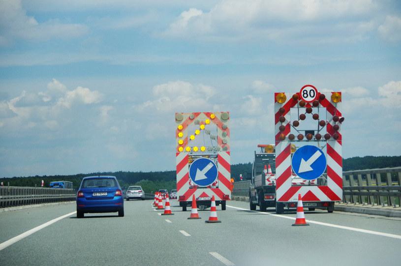 Szalejąca drożyzna utrudnia utrzymanie dróg... /ZOFIA BAZAK/Marek Bazak /Agencja SE/East News