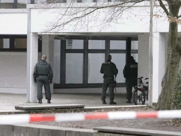 Szaleniec zabił 15 osób w Winnenden /AFP