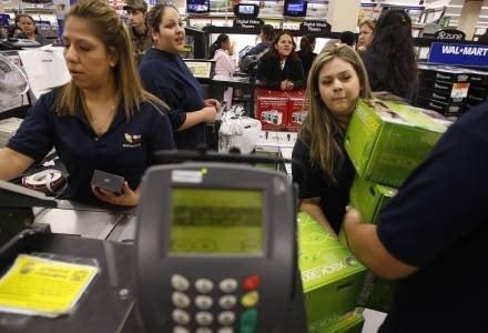 Szalone zakupy - czy to już przeszłość? Gry nadal sprzedaja się bardzo dobrze. /AFP