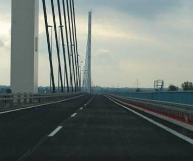 """Szalony motocyklista """"testował"""" nowy most"""