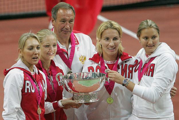Szamił Tarpiszew z rosyjskimi tenisistkami przed laty /AFP