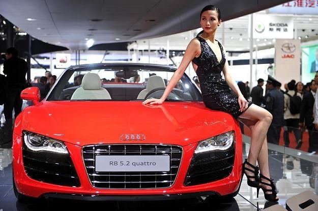 Szanghaj: szybkie samochody i piękne kobiety... /AFP