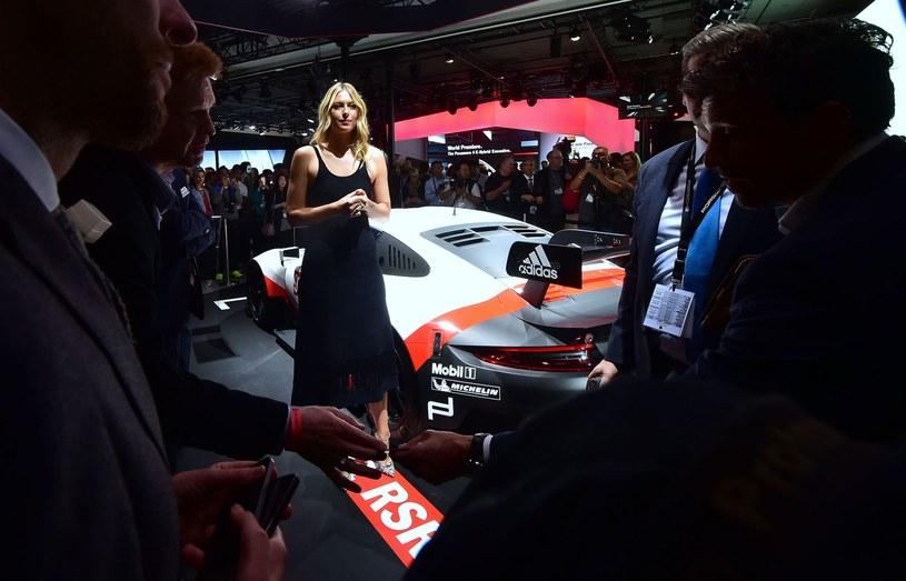 Szarapowa podczas dyskwalifikacji udzielała się medialnie. Tutaj podczas motoshow w Los Angeles /AFP