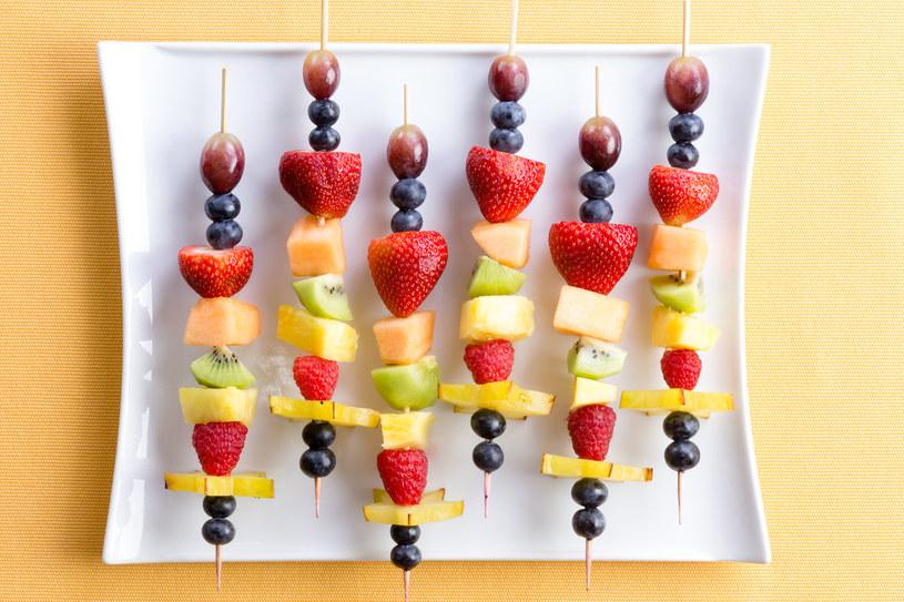Szaszłyki owocowe /123RF/PICSEL