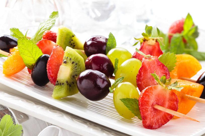 Szaszłyki owocowe /©123RF/PICSEL