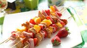 Szaszłyki z mięsem i owocami