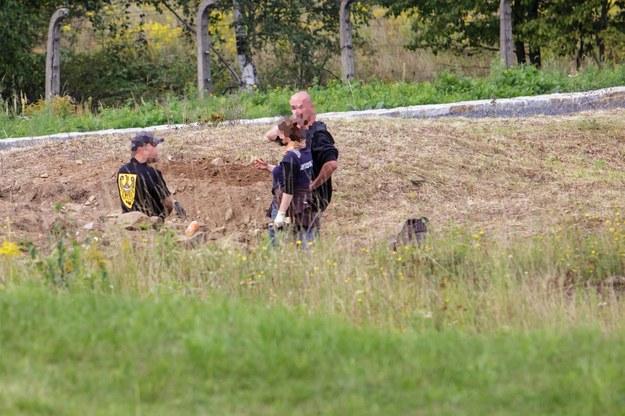 Szczątki czternastu ciał znaleziono na terenie byłego obozu niemieckiego Gross Rosen w Rogoźnicy /RMF FM