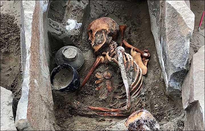 Szczątki kobiety prawdopodobnie liczą 2000 lat /Fot. Siberian Times /materiały prasowe