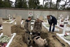 Szczątki polskiego pilota z czasów II WŚ znaleziono na cmentarzu we Francji