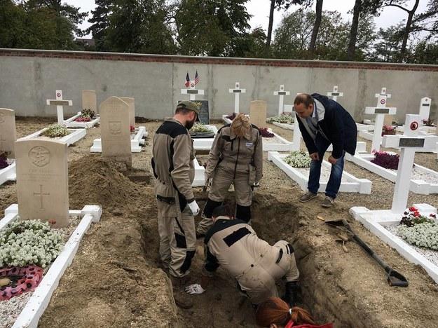 Szczątki polskiego pilota z czasów II WŚ znaleziono na cmentarzu we Francji /Polska Baza Genetyczna Ofiar Totalitaryzmów /