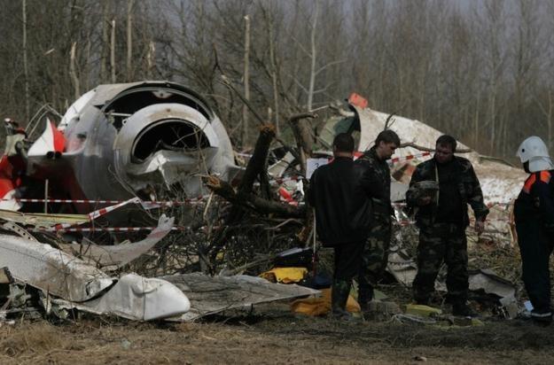 Szczątki polskiego samolotu dzień po katastrofie / fot. S. Maszewski /Reporter