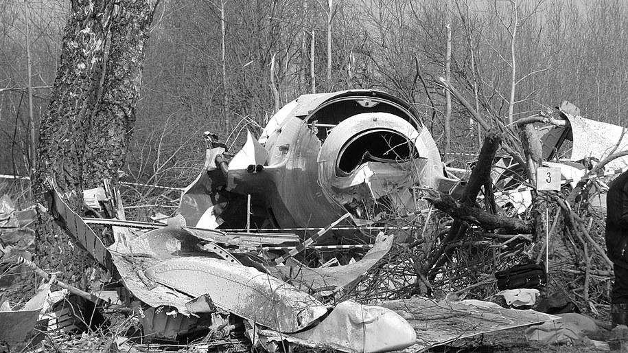 Szczątki prezydenckiego tupolewa w miejscu katastrofy smoleńskiej. Zdjęcie z kwietnia 2010 /Mariusz PIekarski /Archiwum RMF FM