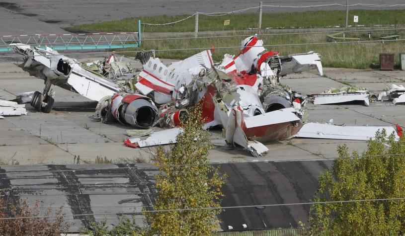 Szczątki samolotu na lotnisku w Smoleńsku. Fot archiwum. /Yuri Kochetkov (EPA) /PAP